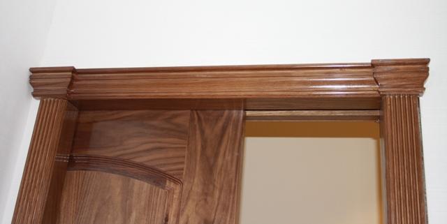 Trabajos realizados puerta modelo m56 nogal tapajuntas estriados y cornisa pedro palma - Marcos de puertas de madera ...